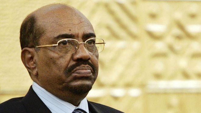 Al-Bashir oo cuntada ka soomay iyo caafimaadkiisa oo laga deyrinayo