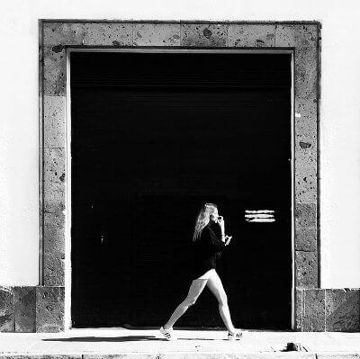 fotos de mujeres en blanco y negro