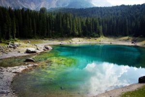 Riflessi turchesi nel lago