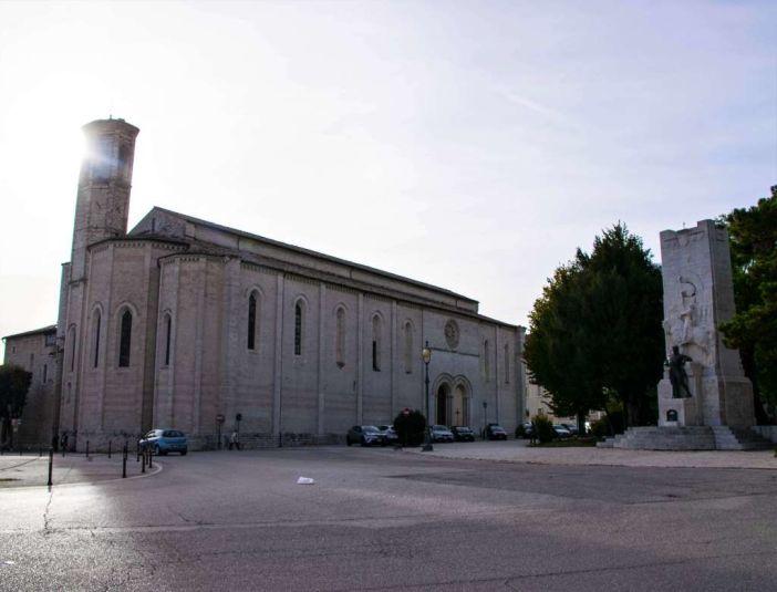 Chiesa all'entrata della città di gubbio