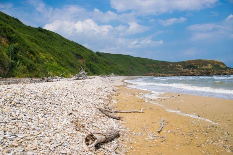 sabbia e sassi a punta aderci