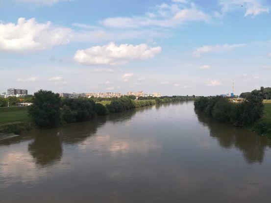il fiume sava di colore marroncino penso a causa delle piogge