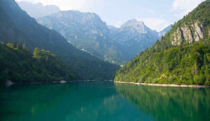 veduta del lago nella val canzoi