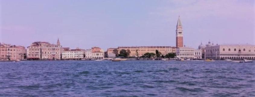 isola di san servolo san clemente e la sacca sessola con veduta su san marco