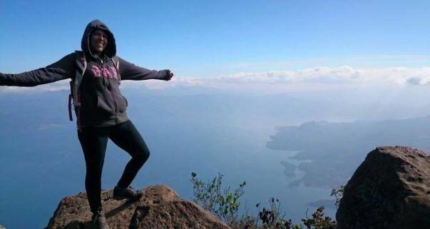 il mio posto nel mondo con lago atitlan sullo sfondo e io in primo piano