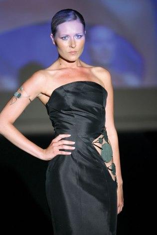 il binomio tessuto-pietra ollare della Sartoria Rosalba di Talamona (SO) presentato alla V edizione di Roma Fashion