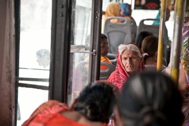 Un autobús en Pushkar, Rajastán