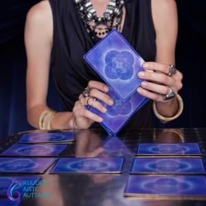 Korttitulkinta - Intuitiivinen tulkinta - Tarot - Oraakkeli - Ennustaja