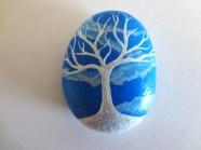 piedra azul con arbol blanco - puponelandia.com