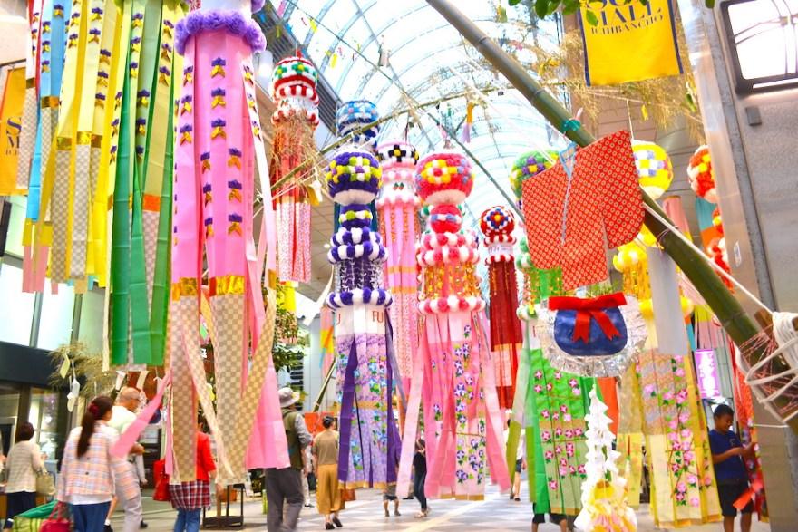 宮城県仙台七夕祭りアーケード街の飾り(折り紙の和服)の写真