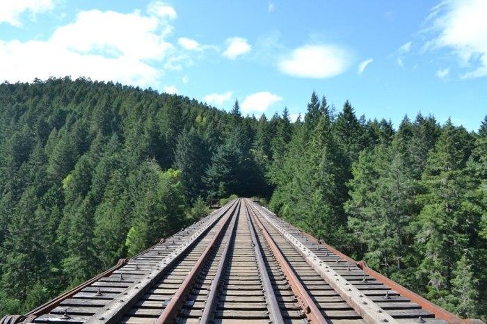 Goldstream Provincial Parkの鉄橋の上の写真