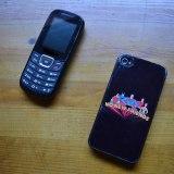 スマホとカナダの携帯の写真