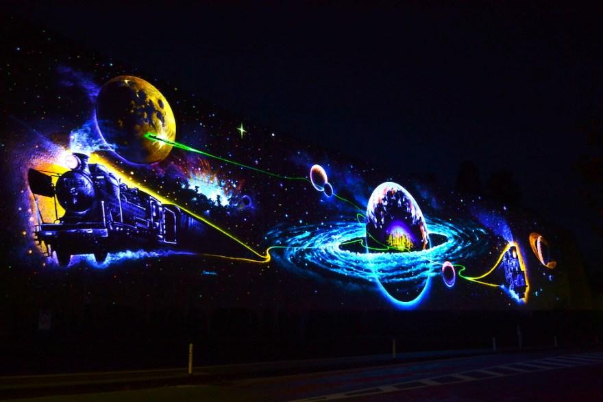 岩手県花巻市「未来都市銀河地球鉄道」の壁画の写真