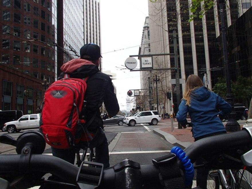 サンフランシスコ市内をサイクリングしてる写真