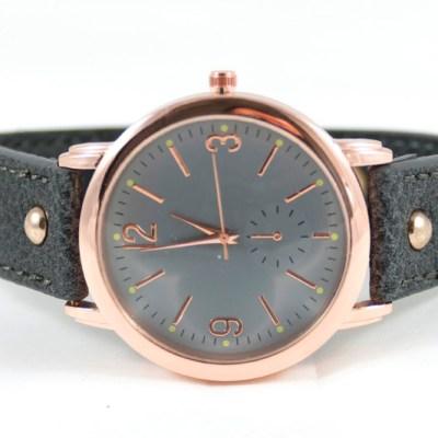 grijs horloge met rose kleurig kastje