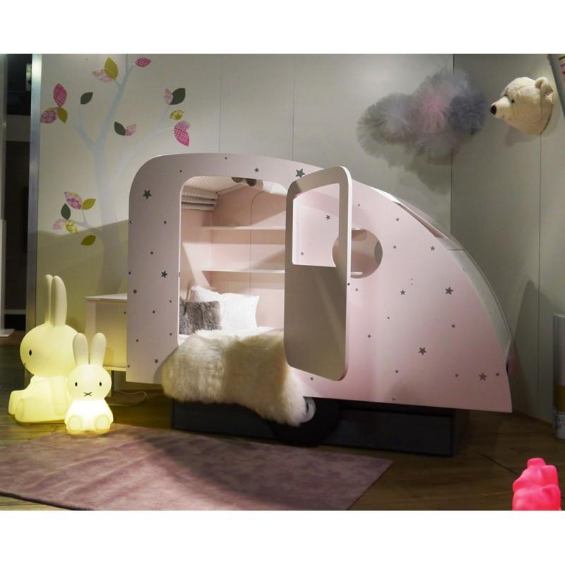 Lit caravane Mathy by Bols  lit original pour enfant chez Pure Deco