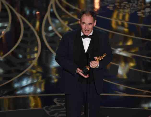 Mark Rylance reçoit l'Oscar du meilleur second rôle masculin