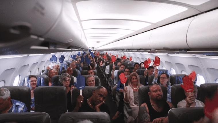 Les passagers devaient annoncer leurs tendances politiques. Bleu pour les Démocrates, rouge pour les Républicains.