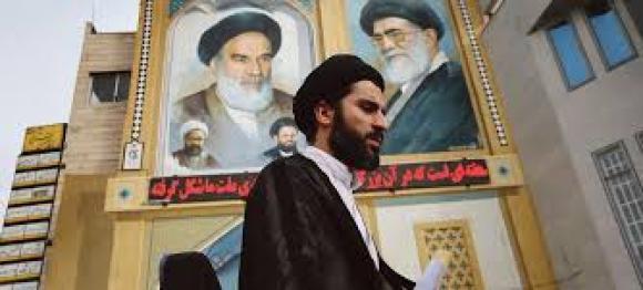 À Qom, les ayatollahs sont partout sur les affiches