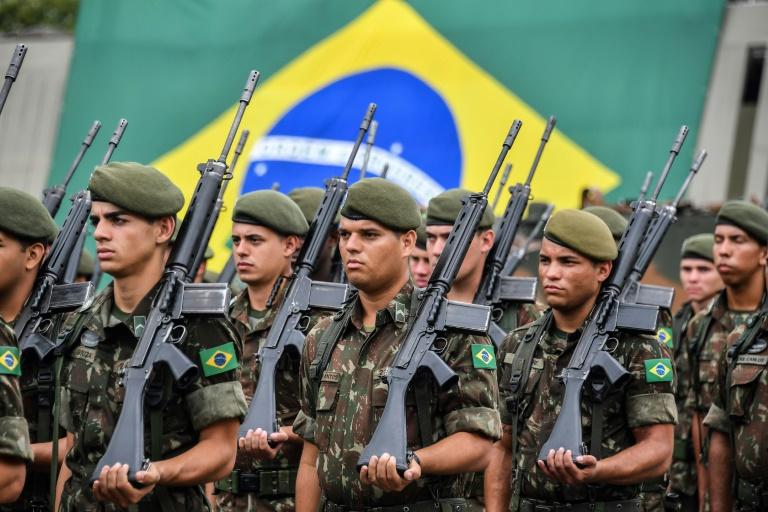 Brésil: un régiment célèbre le coup d'Etat militaire de 1964   Pureactu.com