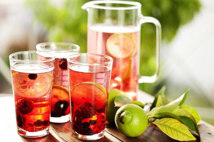 Detox Water Recept met Limoen Bramen en Bosbessen