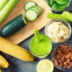 Groene Smoothie met fruit en amandelnoten