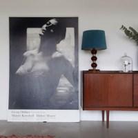 Комоды и кресла середины 20-го века в современных квартирах