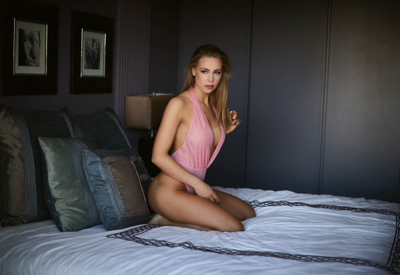 sexy hotel boudoir location chicago - How to Choose a Perfect Location for Your Boudoir Session