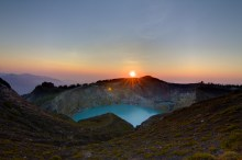 Sunrise over Kelimutu – Pure Flores Tours