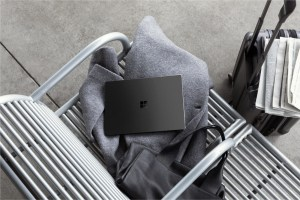 Surface Laptop 2 in black