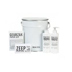 cadeaupakket emmertje met verzorgingsproducten met geurzakje, zeep, handzeep en douchegel
