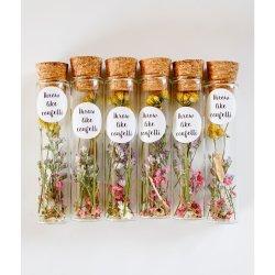6 Buisjes met daarin droogbloemen en bloemzaadjes. Een duurzaam relatiegeschenk