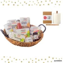 Kerstpakket mand met fairtrade producten en wenskaars