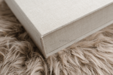 art-print-product-photos-linen-photo-folio-box-fur-ribbon-closeup