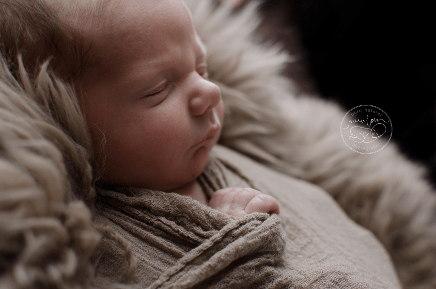swaddled-baby-mohair-wrap-fur-gatineau-ottawa-newborn-photographer_STF9466