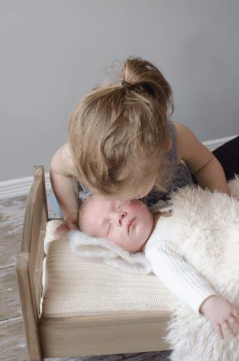 baby-austin-big-sister-pure-natural-newborn-photography-ottawa_7969e-900px