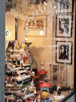 Des livres et des objets d'art, venez y trouver le petit cadeau qu'il vous faut