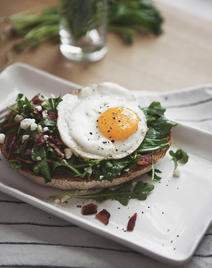 arugula tartine with bacon feta and tarragon vinaigrette reicpe