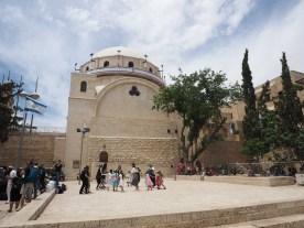 Vor der Hurva Synagoge