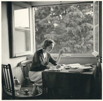 Sophia na casa da Travessa das Mónicas, 1964.