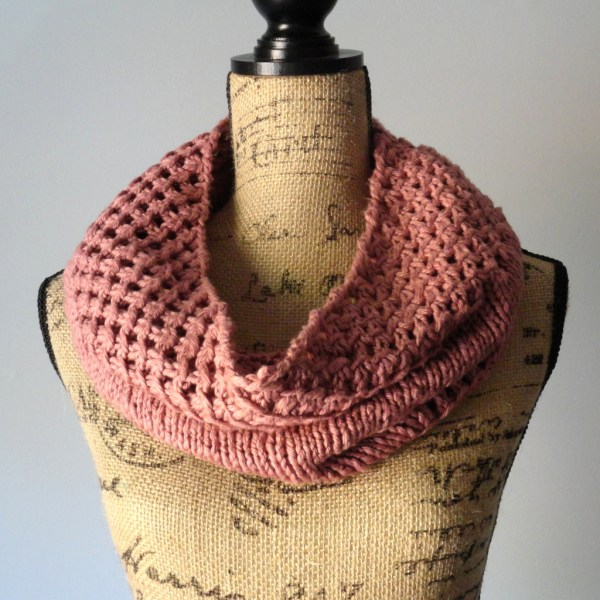 Irish Mesh Cowl in Tea Rose - Purl Avenue