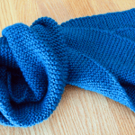 Simple garter stitch scarf easy beginner scarf knitting pattern by Liz @PurlsAndPixels
