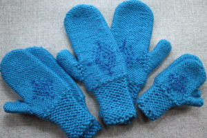 anna-frozen-mittens-girls-and-womens-sizes