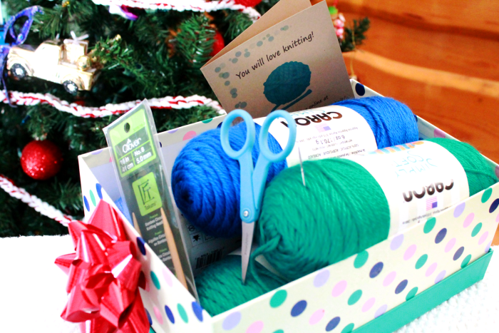 Quick DIY gift set - learn to knit gift basket - guide from Liz @PurlsAndPixels