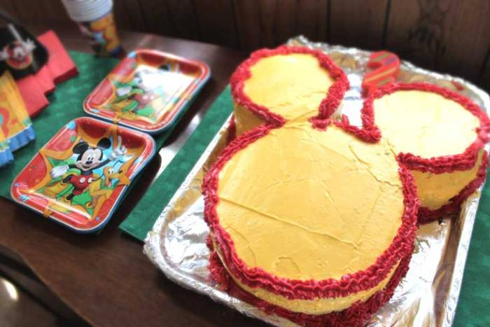 Mickey's Birthday Cake as seen on Mickey Mouse Clubhouse, how to DIY guide by Liz @PurlsAndPixels