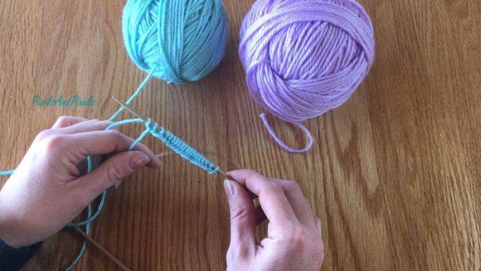 Knitting two at once Tutorial: Cast on half of the stitches with yarn ball 1