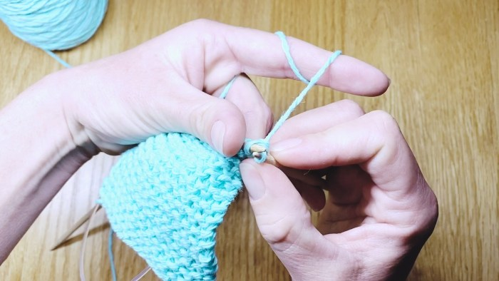 Step 4: Learn to take knit stitches off needles with a standard bind off, a knitting lesson from Liz @PurlsAndPixels.