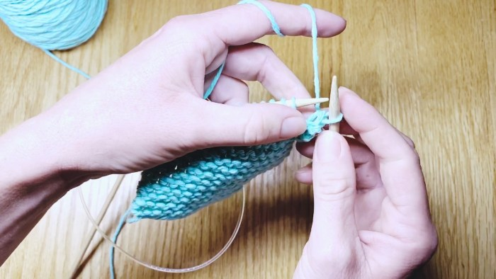 Step 6: Learn to take knit stitches off needles with a standard bind off, a knitting lesson from Liz @PurlsAndPixels.