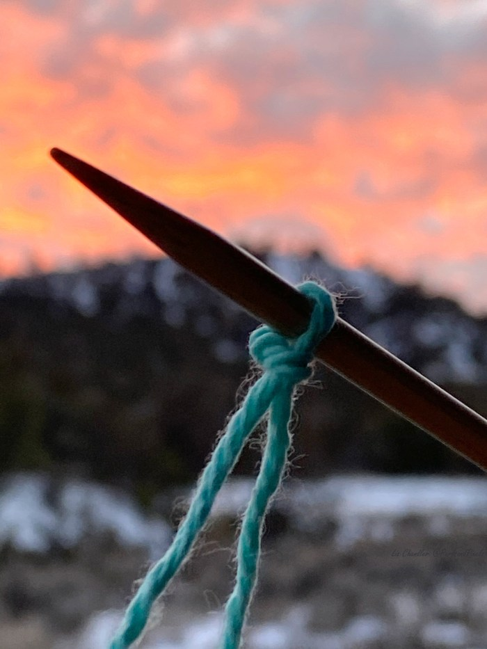 Knitting a slipknot at sunset. Learn to make a slipknot for knitting with Liz @PurlsAndPixels.