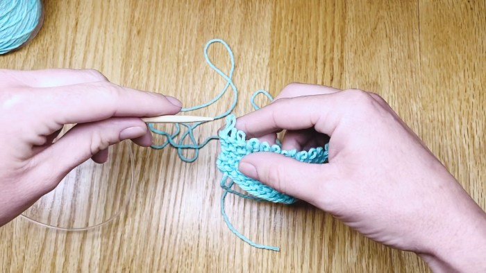 """Step 6: Learn to """"frog"""" knitting (unravel your work) to fix mistakes - a knitting lesson from Liz @PurlsAndPixels."""
